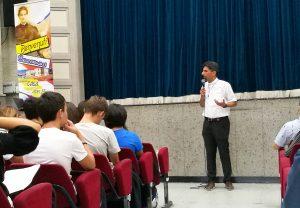Don Marco Aspettati, Direttore dell'Istituto di Villa Sora accoglie i ragazzi dei quinti anni